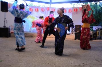 o-bon-dancing-4